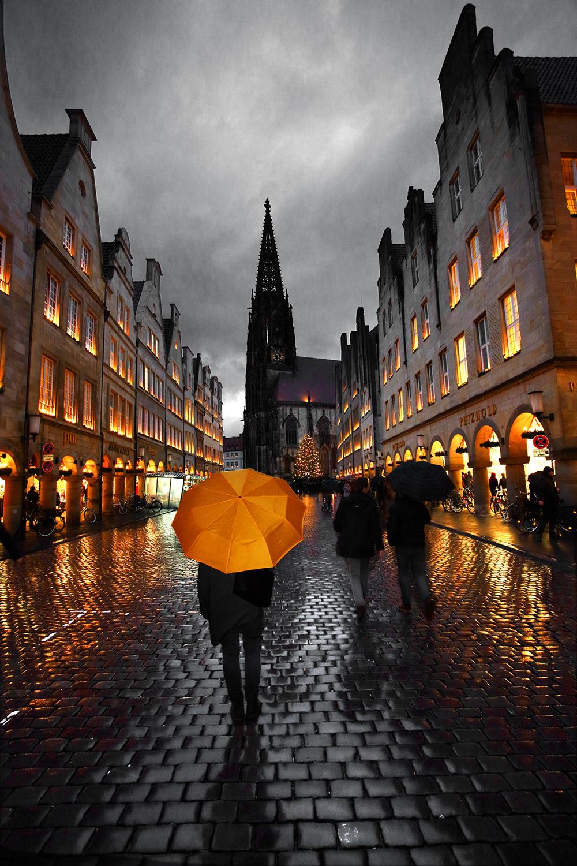 Georg Hopp Prinzipalmarkt Oranger Regenschirm